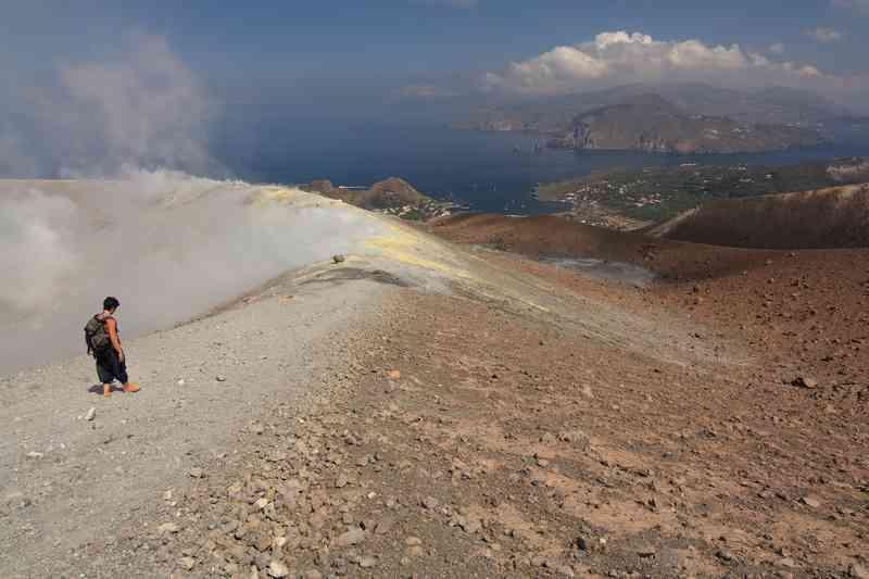 trekking-isola-vulcano